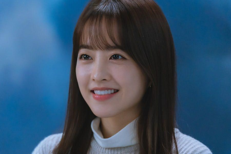 """Park Bo Young Transforms Into A Normal Woman Who Gets Involved In A Special Romance In """"Doom At Your Service"""""""