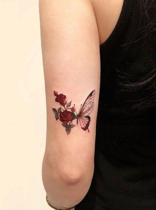 Photo of Mariposa en plena metamorfosis a rosas por Dahong Muse – Tatuajes para Mujeres
