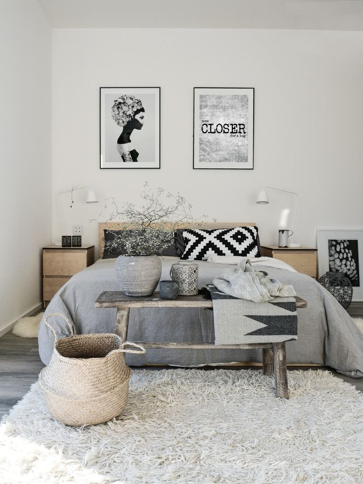 Sanfte Träume Gray bedroom, White bench and Shag rugs