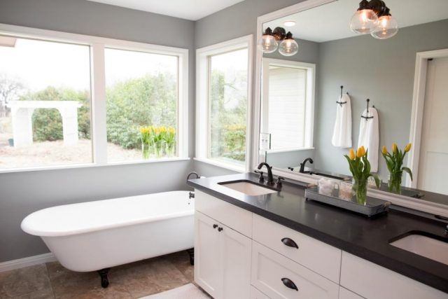 Top 10 fixer upper bathrooms restoration redoux for Fixer upper bathroom designs