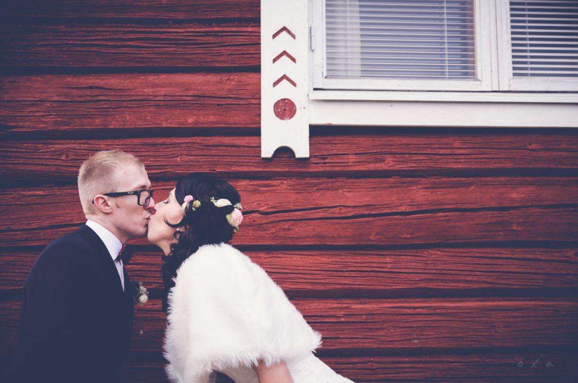 Corner kiss. www.valokuvausoxa.com