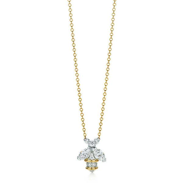 Tiffany Co. Schlumberger Bee Pendant (137,775 DOP) ❤ liked on Polyvore featuring jewelry, pendants, 18k pendant, 18 karat gold jewelry, bee pendant, tiffany co jewellery and honey bee pendant