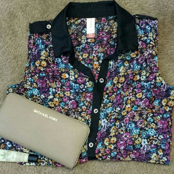 Cute tank Floral and black and gold tank. Super cute for dressing up with blazer/cardigan or dressing down with a pair of skinnies. (: No Boundaries Tops Tank Tops