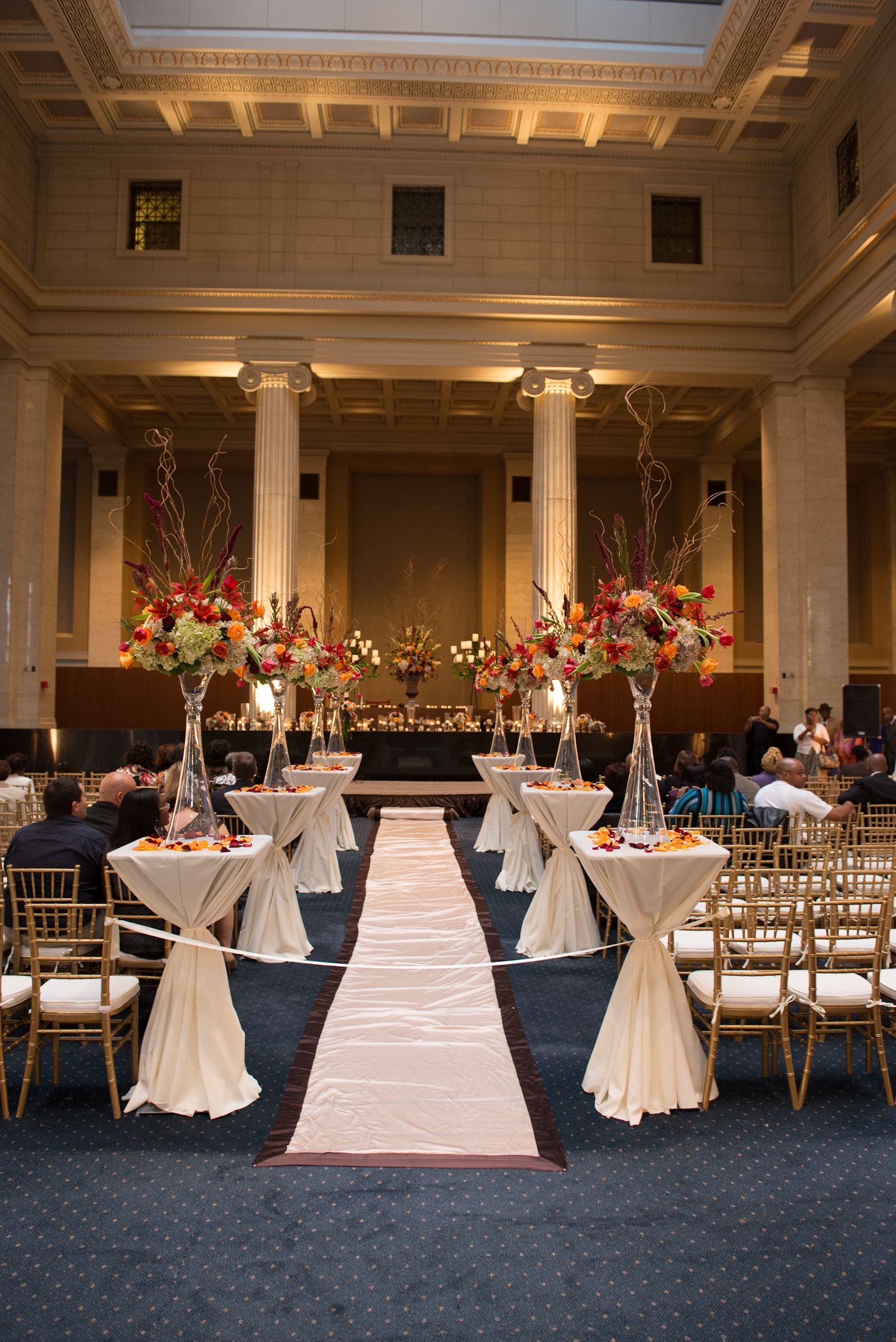 Wedding At The Columns Memphis Tn Southern Event Planners Photo By Nathan Rye Memphis Weddings Memphis Wedding Planner Tennessee Wedding Venues