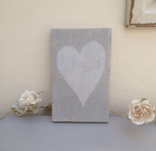 Shabby Chic Wooden Sign: Grey Heart