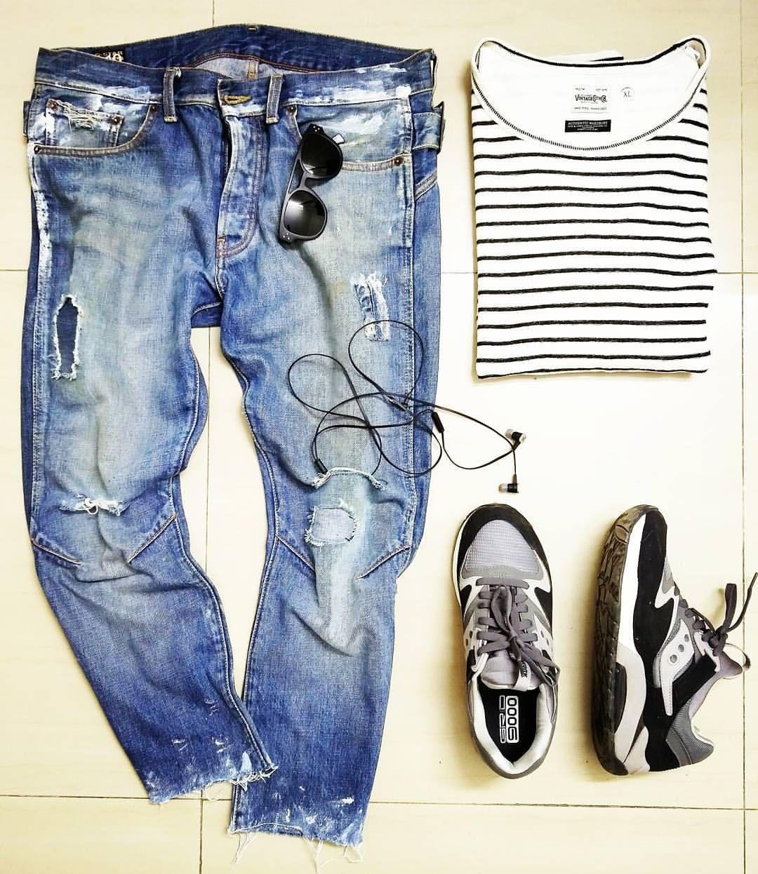 DIY #gstar denim and stripes.. Everyday staple look ;-) #look #lookoftheday #denimstyle #gstar #rippedjeans #vintagedenim #menswear #outfit #denimblog #outfitoftheday #jeans #denimlove #denimlover...