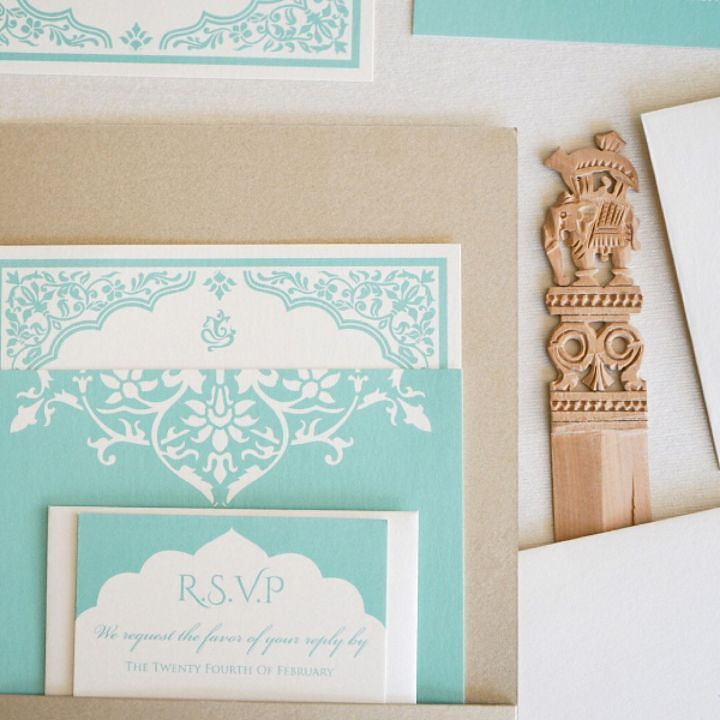 Who else is loving the aqua tones in this summer sun? It was so much fun working with the colors chosen by our bride for her seaside #SoCal wedding!
