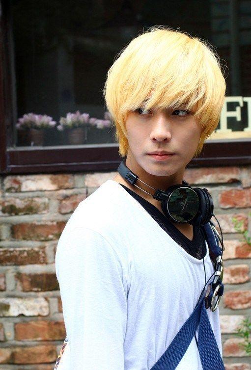 Photo of Blondin-Koreansk-Hårstil-med-Full-Bangs-för-Killar Cool Koreansk og Japansk H …