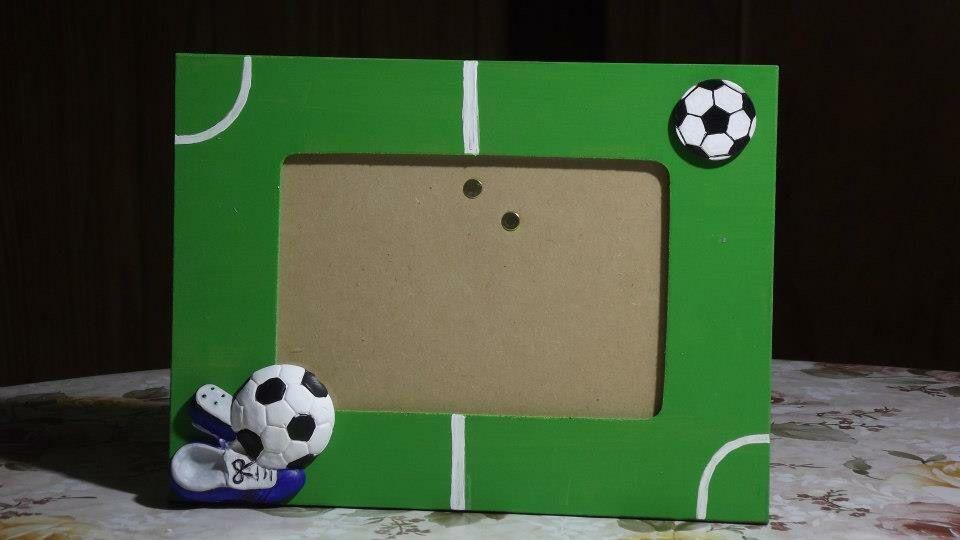 Portaretrato fútbol de madera con apliques en yeso, todo pintado a ...