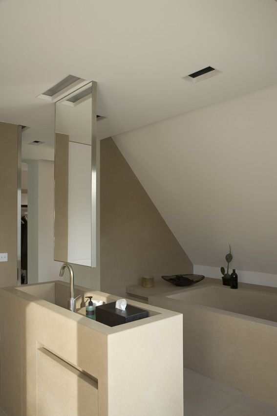 stone bath and island washbasin with suspended mirror - interieur ...