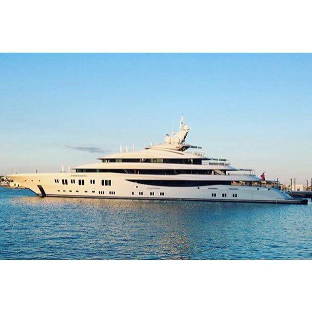 Tag Your Friends!   #yachtslife #yacht #yachting #megayacht #yachtparty #yachtweek #yachtdesign #yachtworld #motoryacht #luxuryyacht #sealife #sailing #boat #riva #blohmvoss #sunseeker #luerssen #luxury #sea #boating #summer #yachtcharter #superyacht #eclipse by the_yachting_lover