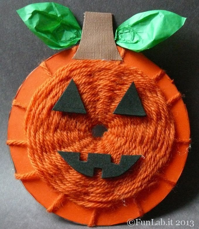 Helloween Kürbis gestalten mit selbstgemachtem Webrahmen Kleinwirdgross.wo - #halloweencraftsforkids
