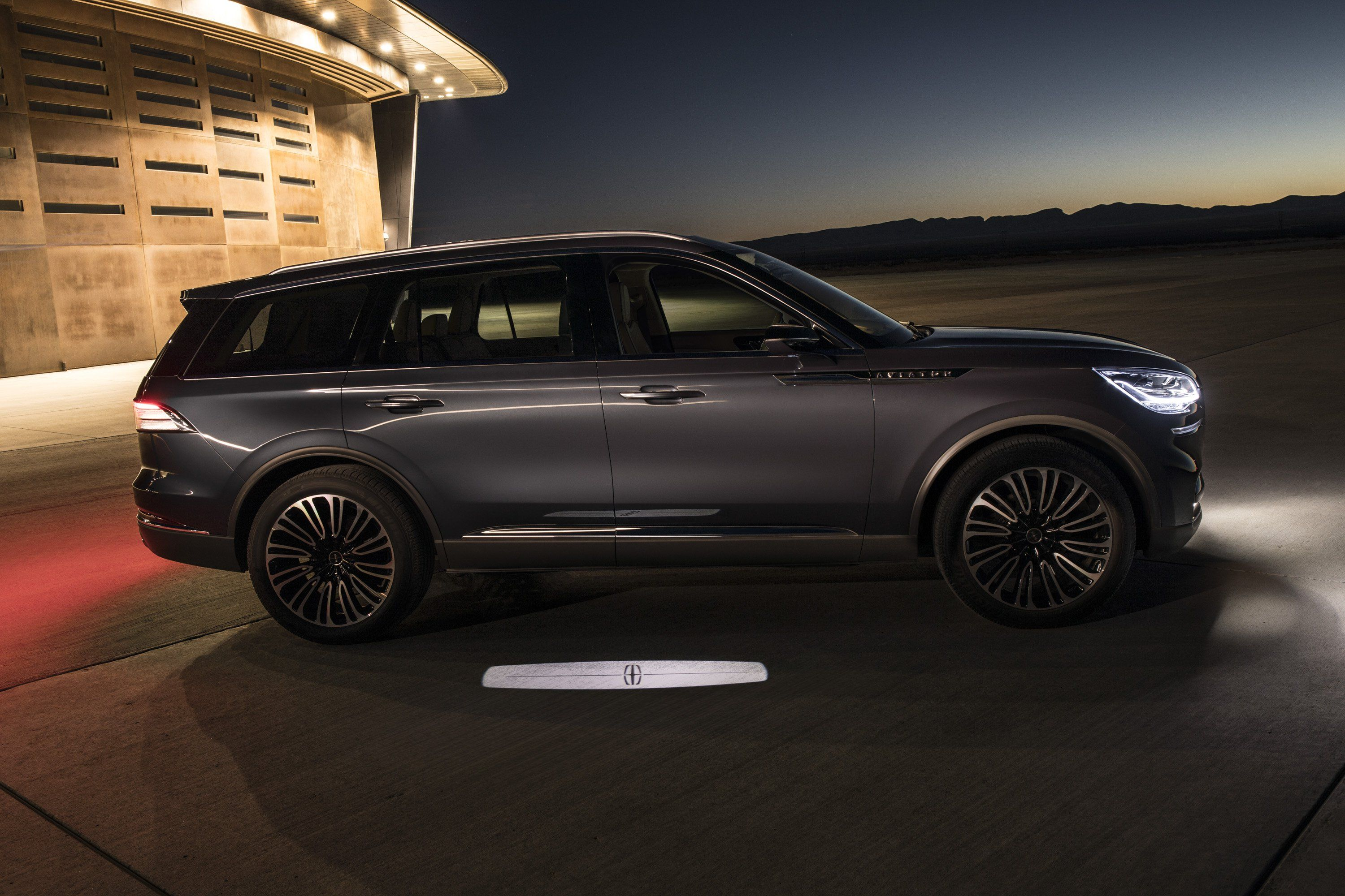 Lincoln Aviator Uses Detroit Symphony Orchestra Music As Warning
