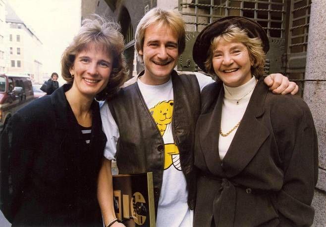 Riki Sorsa yhdessä Barbara-vaimonsa ja äitinsä Margaretha von Bahrin kanssa vuonna 1994.