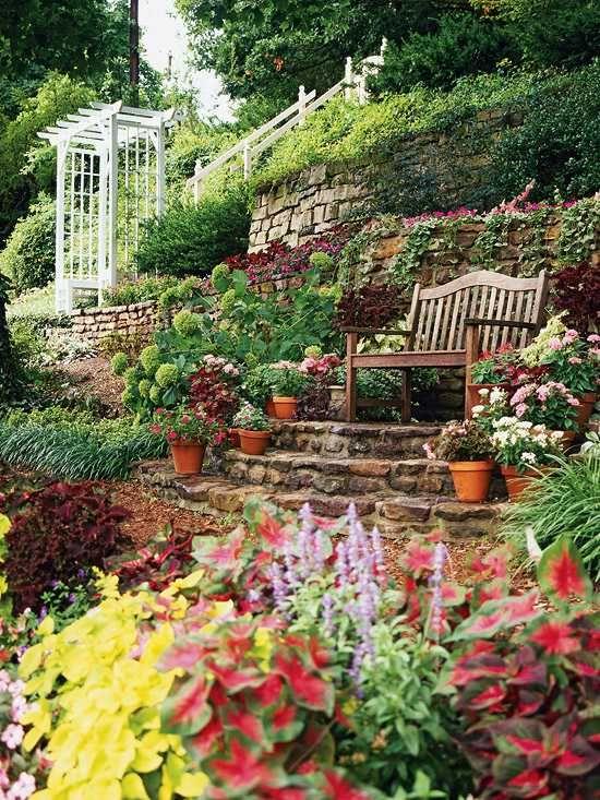 garten am hang terrassen bauweise sitzbank oben Garten am Hang - Terrasse Im Garten Herausvorderungen