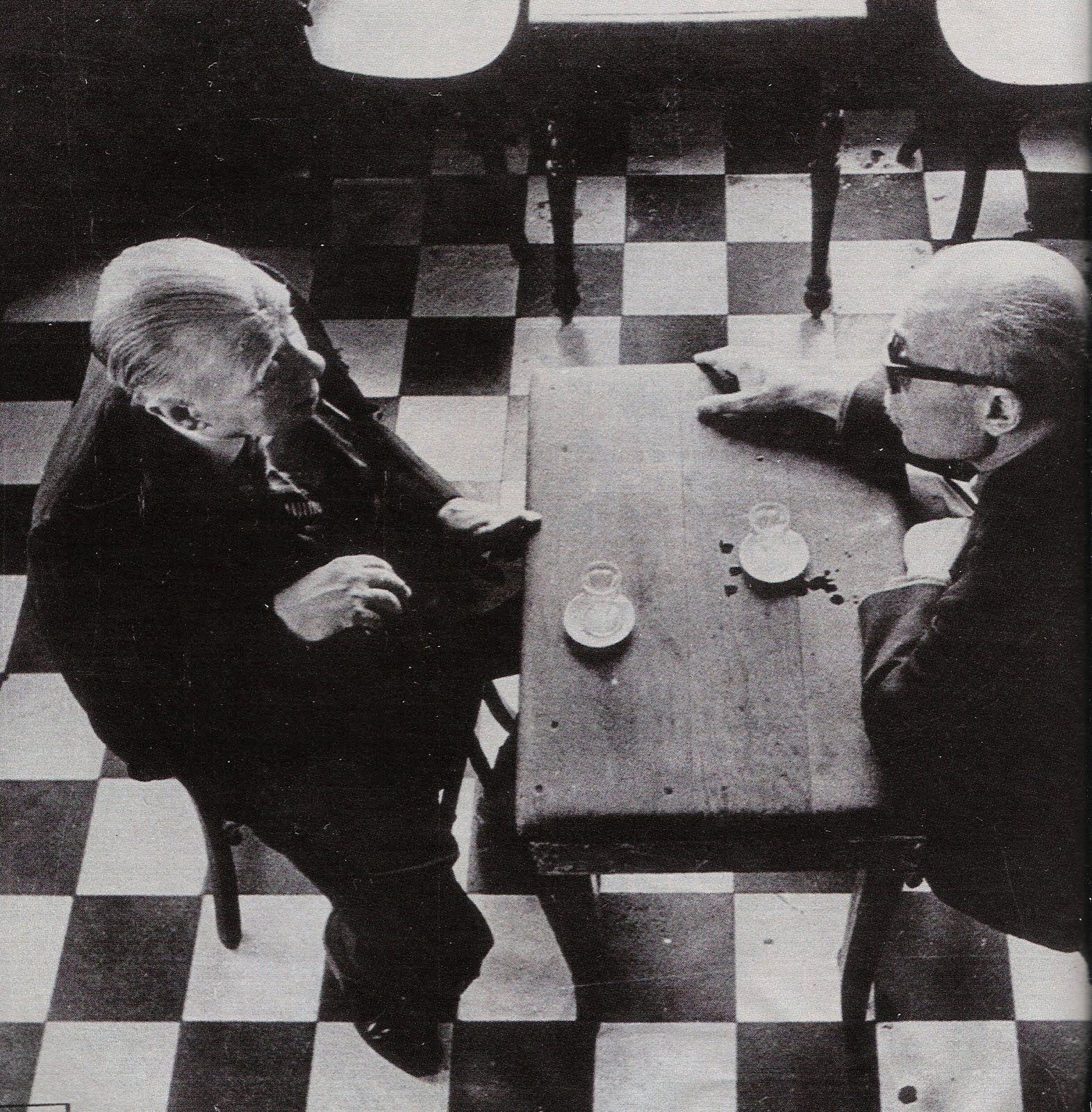 Jorge Luis Borges y Ernesto Sabato dialogando.