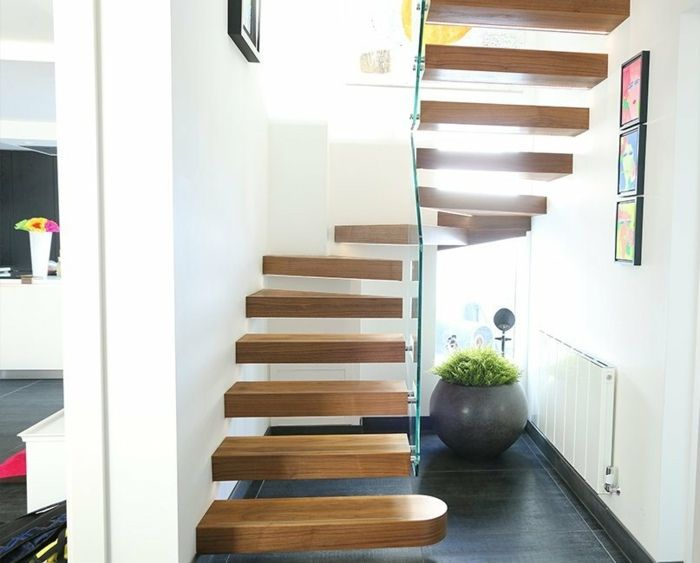 wendeltreppe aus holz und glas an der wand befestigt treppe pinterest. Black Bedroom Furniture Sets. Home Design Ideas