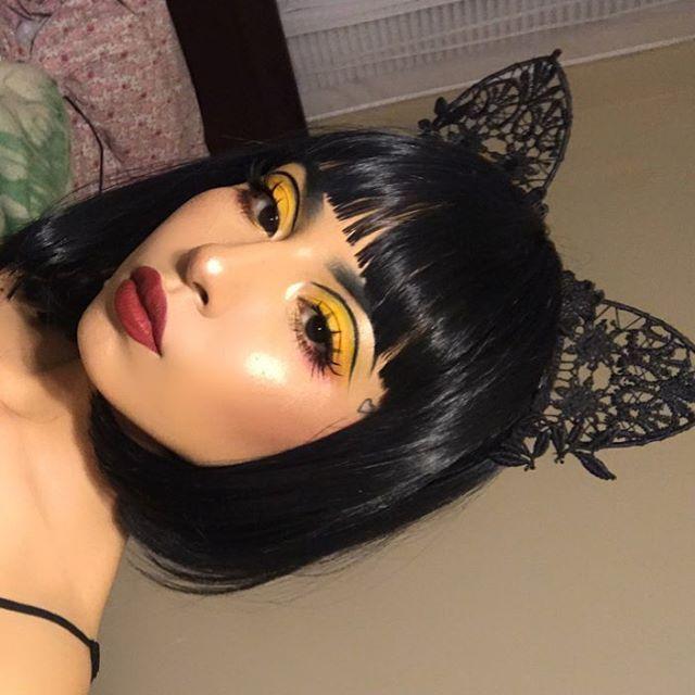 Yellow Eyeshadow Black Eyeliner Highlight Red Lips Makeup
