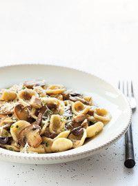 Orecchiettes au poulet, aux olives et aux champignons