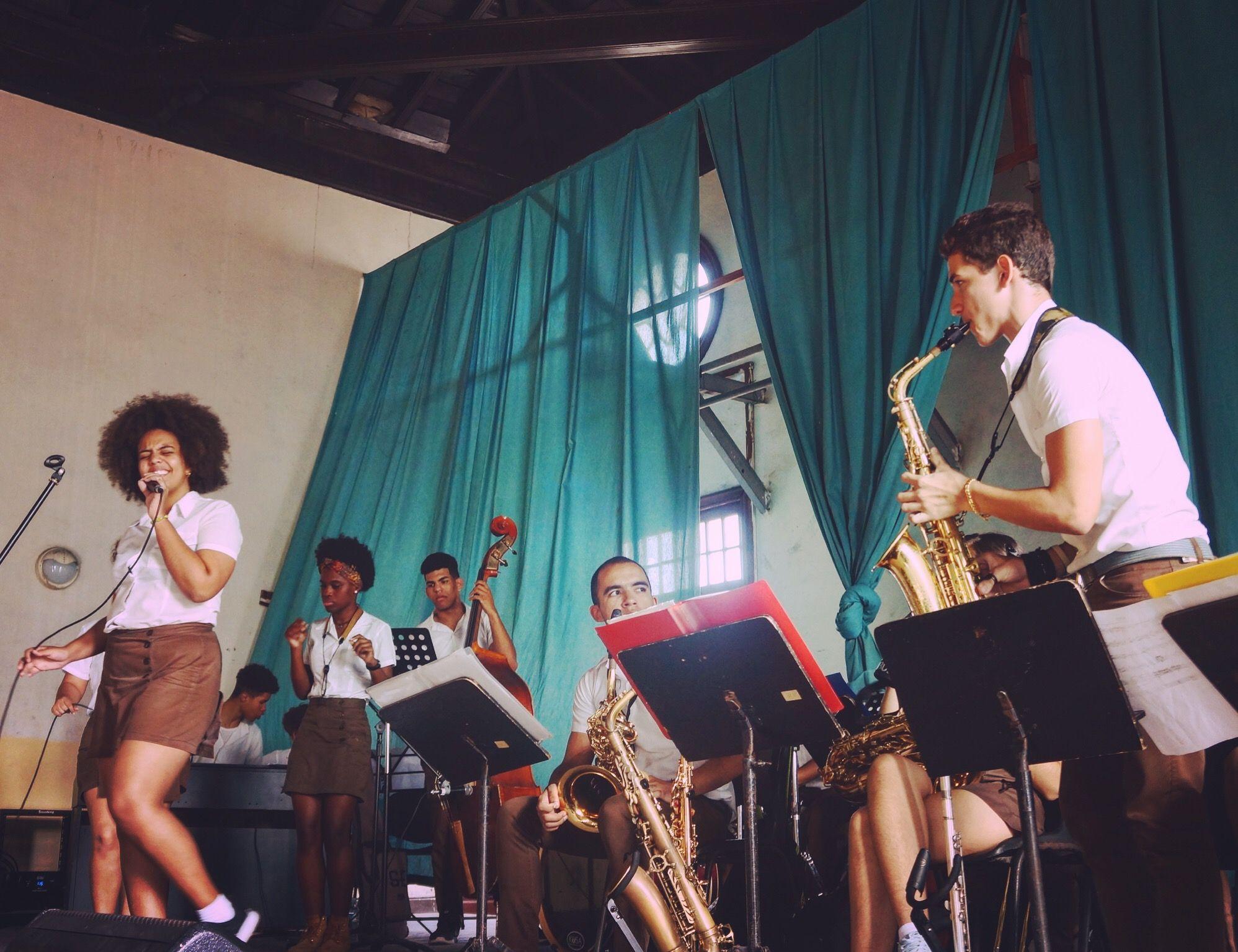 Nuestra agencia te permite conectar directamente con el excelente trabajo de las escuelas de música en Cuba! . Reserva tu Tour ahora: 👉havanamusictours.com . . #musicoscubanos #conservatoriodemusica #estudiantesdemusica #musicacubana #jazzplaza #jazzplazaoffers #jazzplazaofficial  #jazzplaza2020 #musictour #viajescuba #viajesacuba #jazzmusicians #jazzmusic #jazzband #cubajazzband