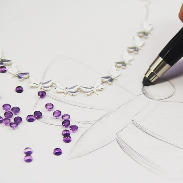 """Un viztaso a nuestra colección """"Azul"""" #sneakpeek #libelulas #gemstones #sketch #jewelrydesigner #platamexicana #tanyamoss"""