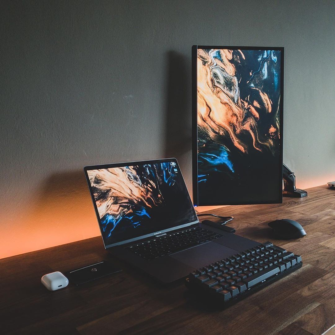 Rate this setup 1-10 Awesome setup : @the.minimalist.developer Do you want more content like this? Follow me: @clean.desk.setup Do you want to be featured on my story? Just DM me a good photo of your setup and you are in! ______________ #deskdecor #minimalist #officedecor #officegoals #workdesk #deskgoals #workhardanywhere #interiordesign #workspace #inspiratio #workspaces #officeinspo #dreamsetup #desktour #workspacegoals #officeinspiration #designyourworkspace #macsetup #setuptour #cleanset #gamingdesk