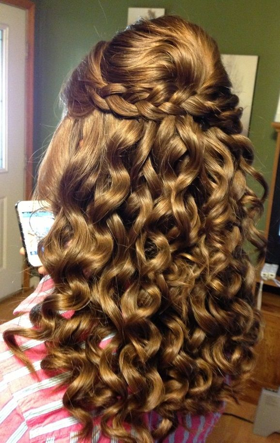 Awesome Long Brunette Curly Homecoming Hairstyle Peinados Para Cabello Ondulado Peinados Bonitos Peinados Elegantes