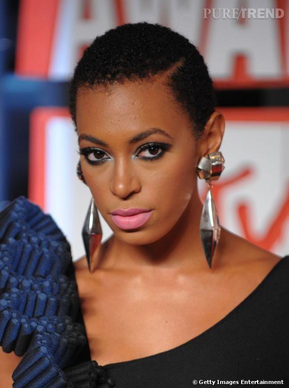 Après la coupe afro, c\u0027est la tendance cheveu rasé que teste la petite