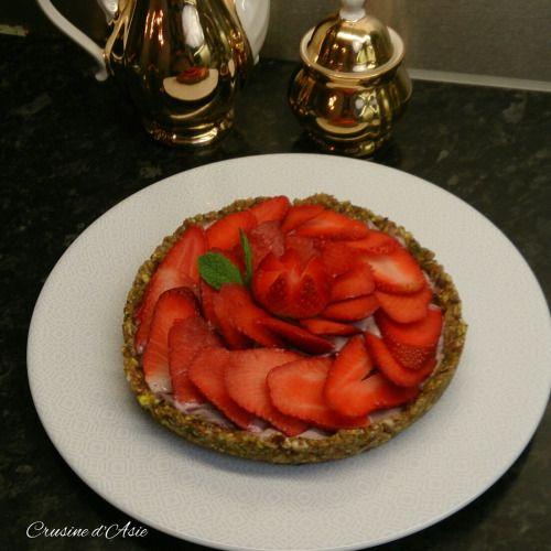 Tarte aux fraises crue et végétalienne.  Retrouvez cette délicieuse recette sur mon blog :  www.crusinedasie.com/tarte-aux-fraises
