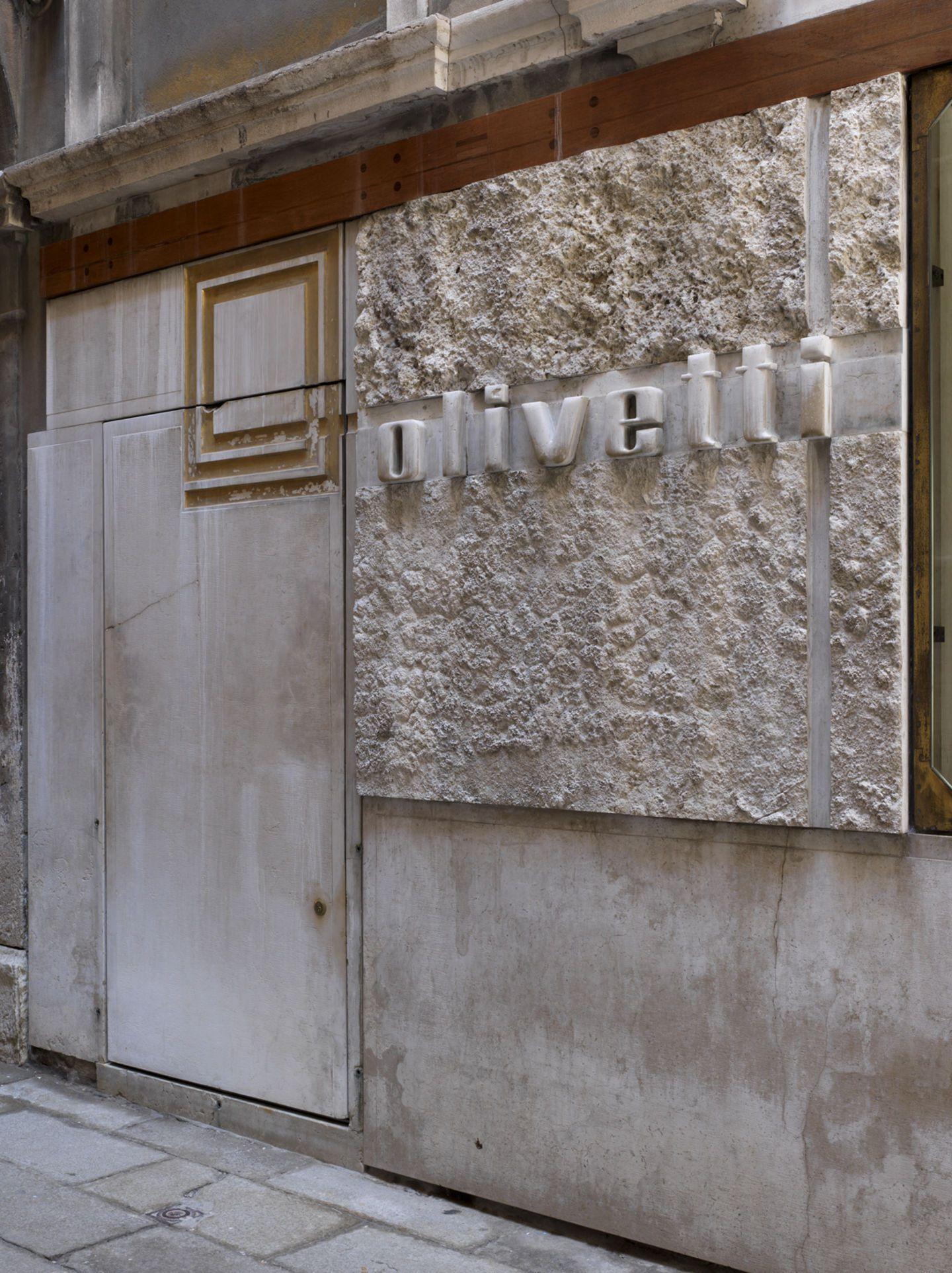 Carlo Scarpa, Marco Introini Photography · Negozio Olivetti. Venezia, Italy · Divisare