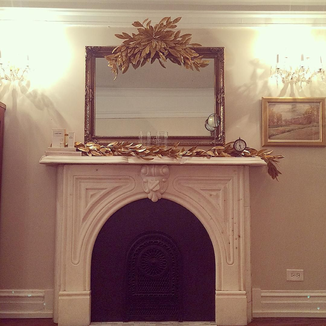 Can the house just stay this way all year? #christmas #gold #sparkles