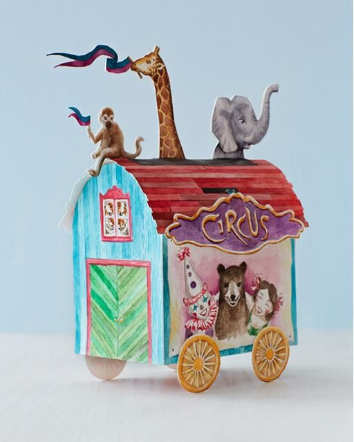 Circus Paper Crafts with FREE Downloadable Printables. Would make a lovely center piece for a birthday party