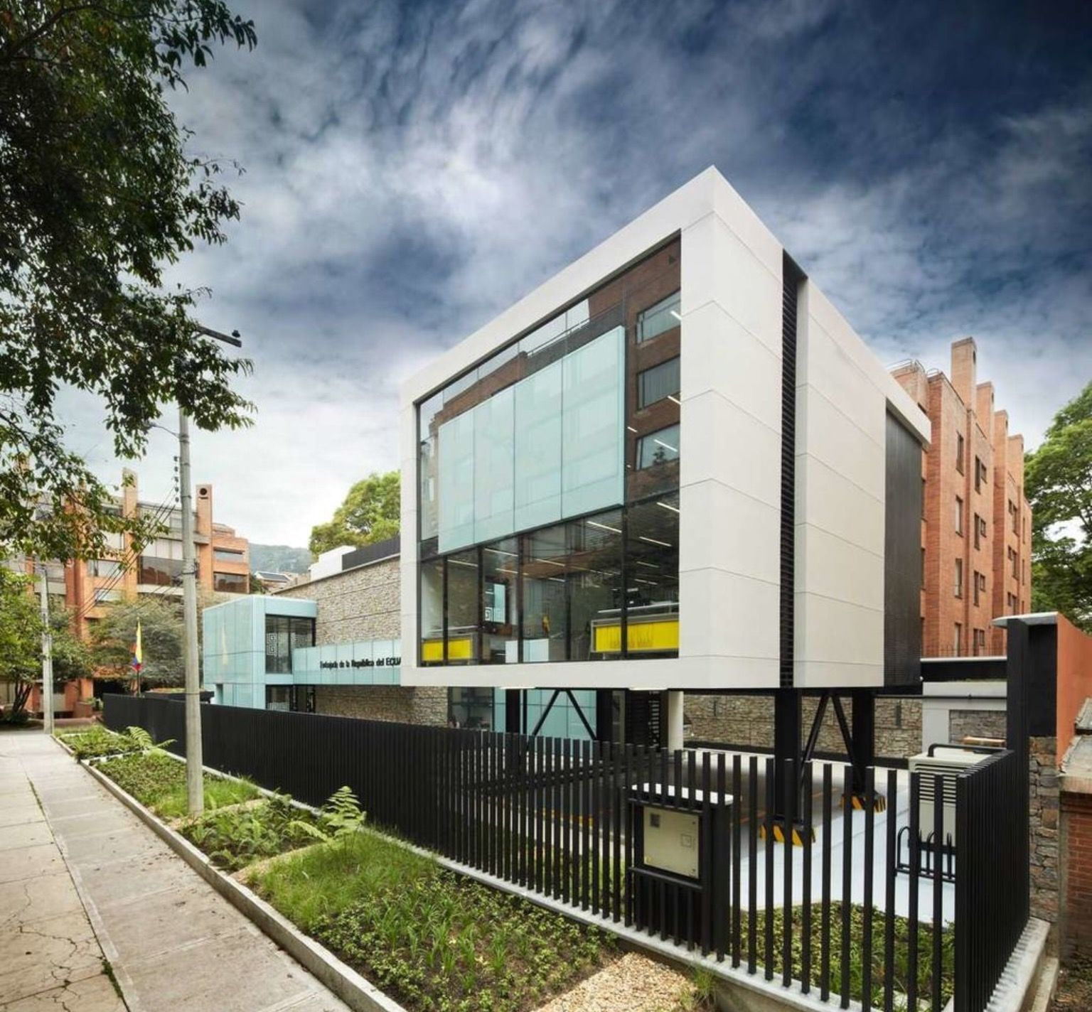 Architecture Pin by Ramiro Quezada on Modern