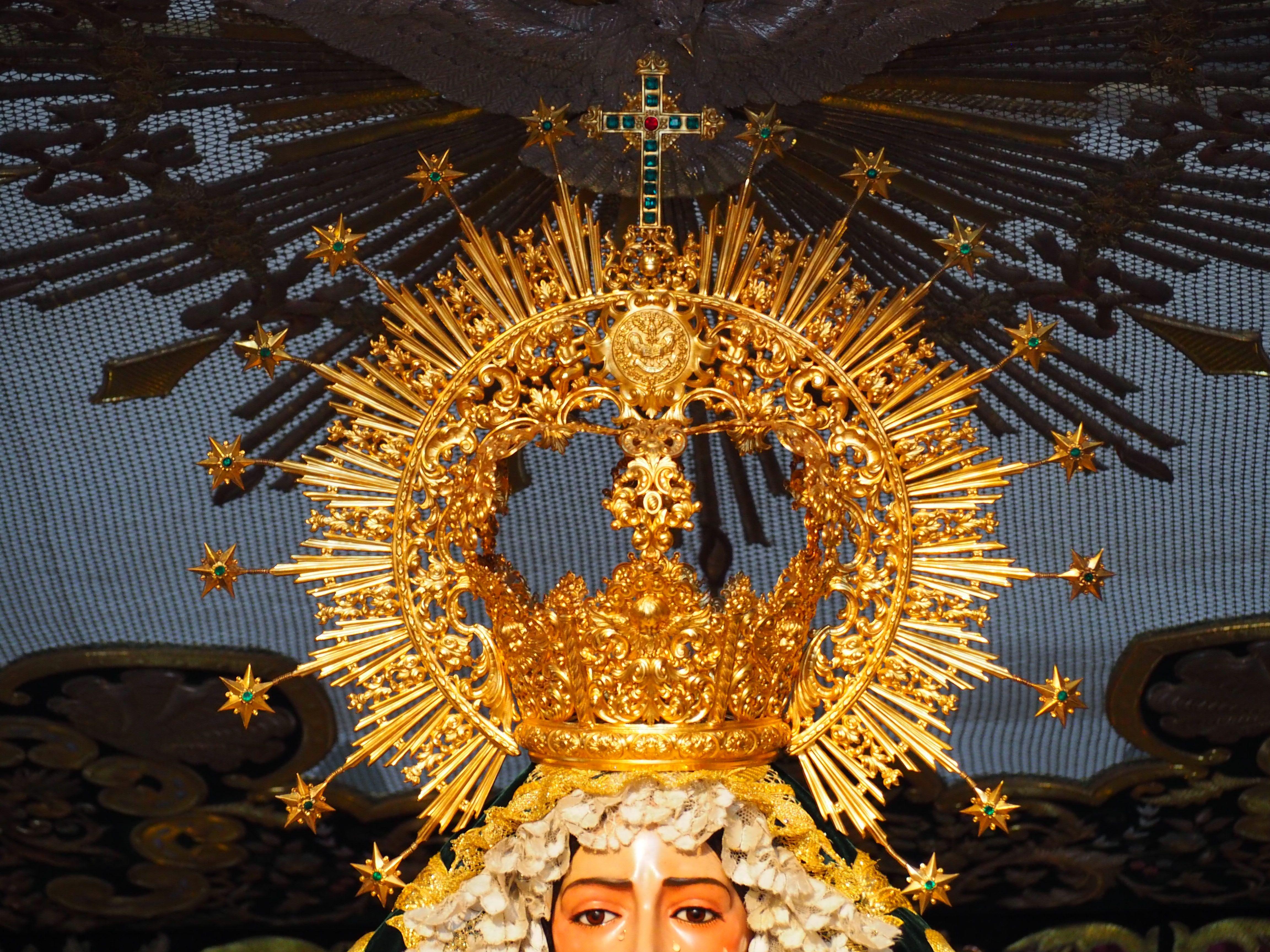 Corona De La Virgen Del Rocío Hermandad De La Redención Sevilla Ceiling Lights Chandelier Decor