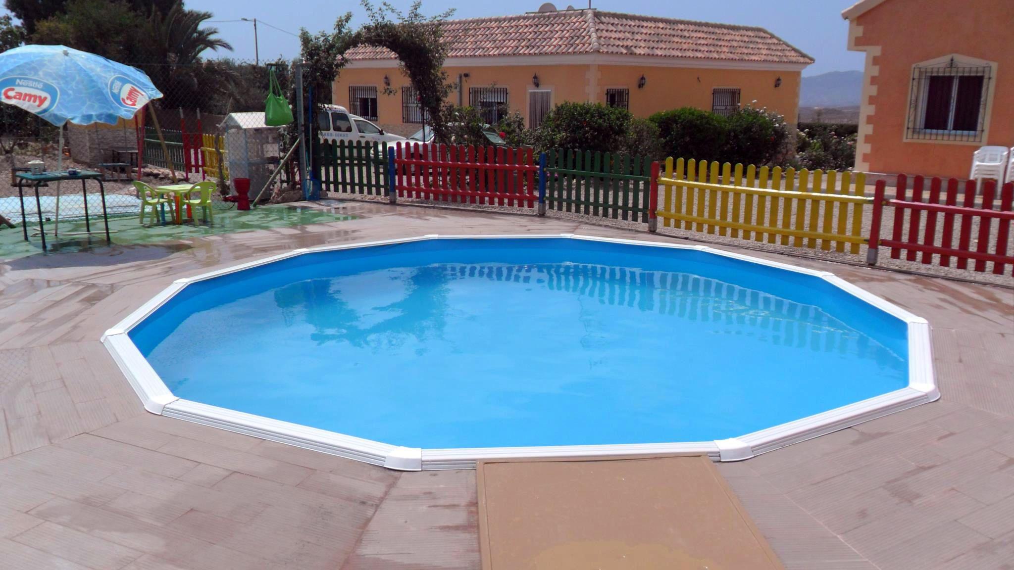 Piscina Toi Circular De 550x120cm. Excelente ejemplo de una piscina desmontable enterrada.