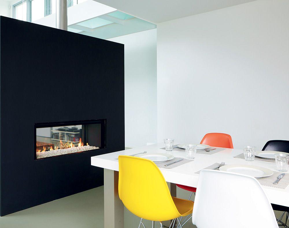 chemin e gaz traversante double face dans un d cor contemporain foyer gaz m. Black Bedroom Furniture Sets. Home Design Ideas