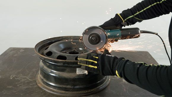 Jetzt wird angegrillt: Bau dir deinen eigenen Grill aus Stahlfelgen!