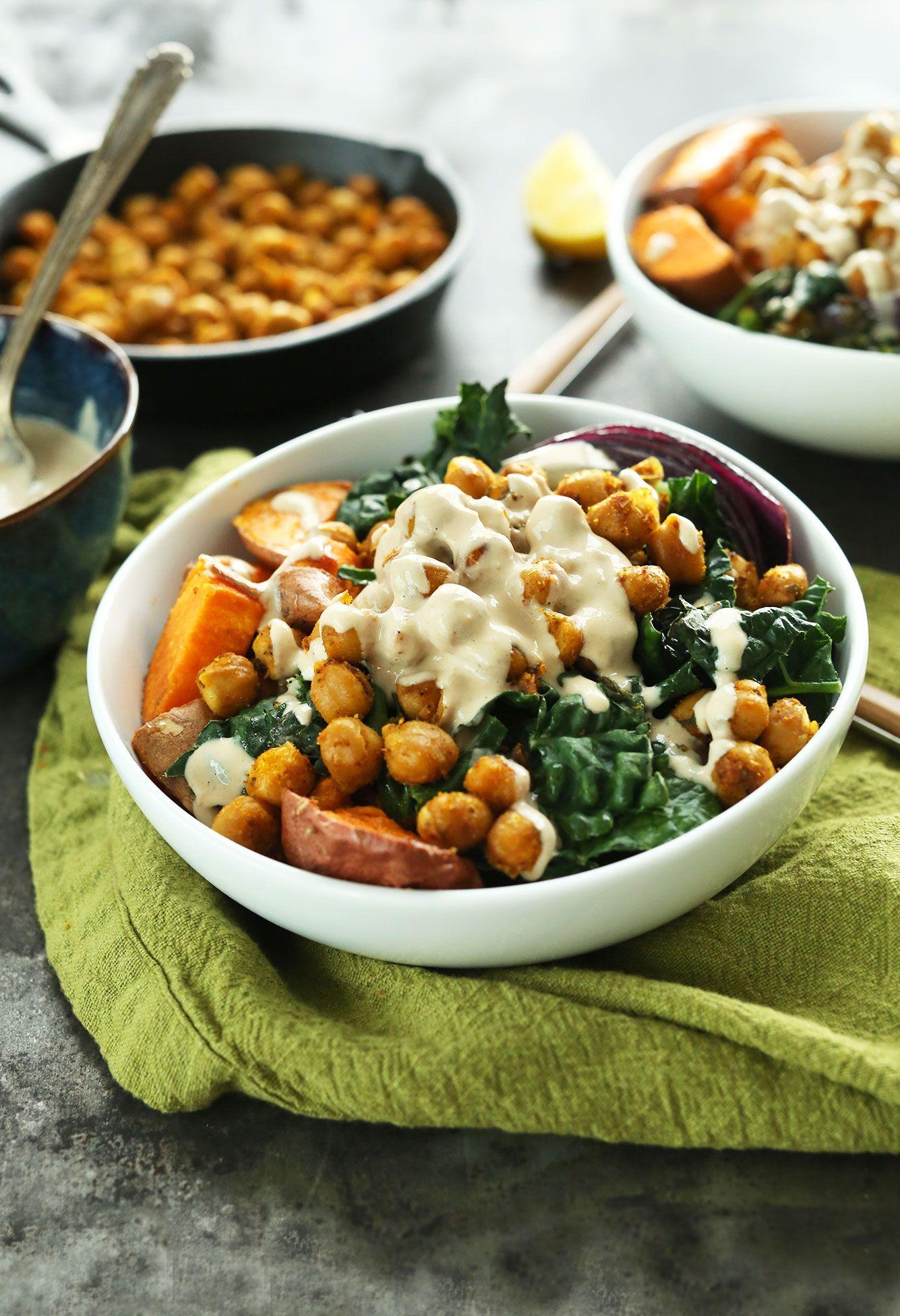 AMAZING sladkých zemiakov cícer Budha Misa s Kale, červenú cibuľou a ohromujúci tahini-javorového omáčkou!  #vegan #glutenfree #dinner