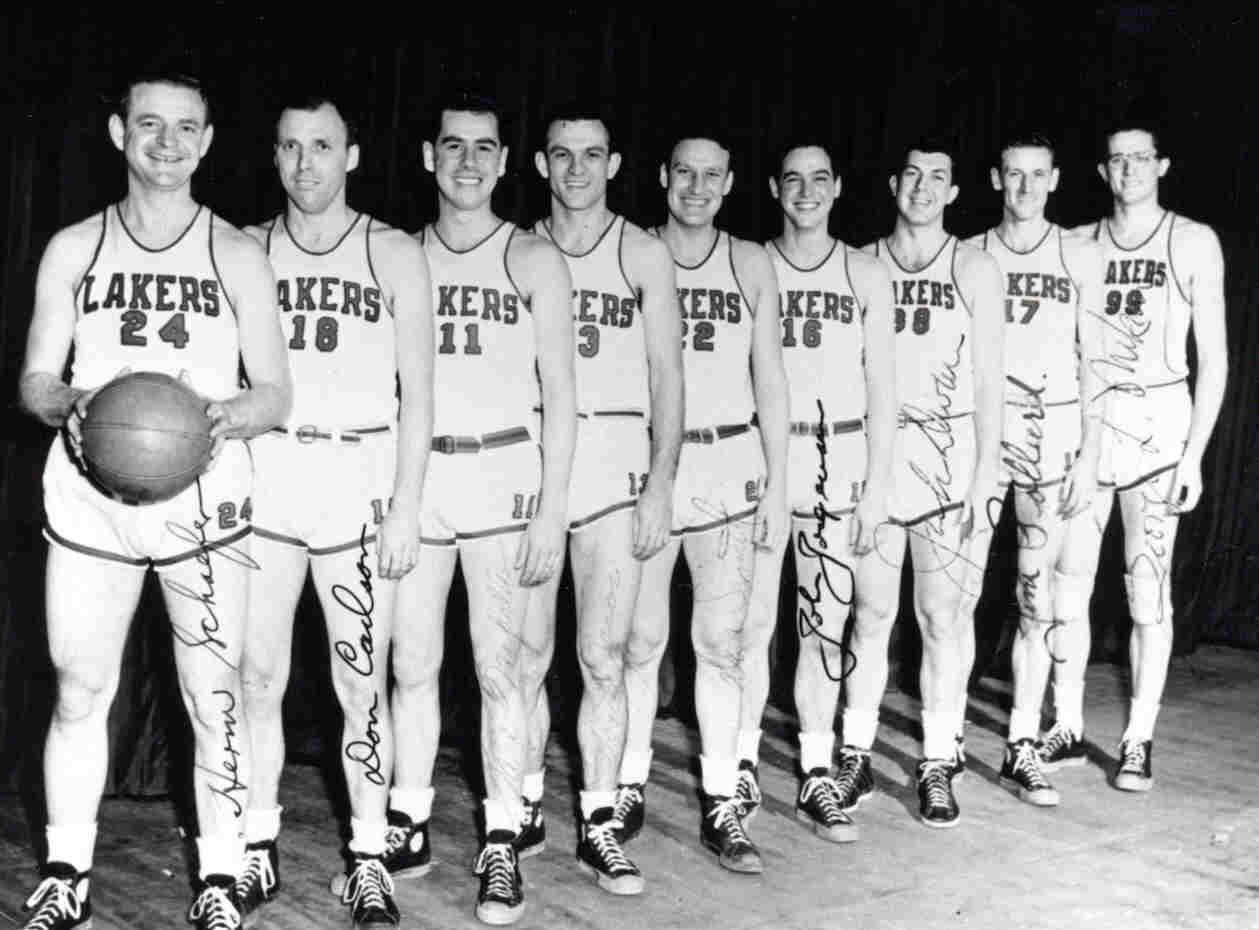 How cool is this 1947 48 Minneapolis Lakers Team Mikan