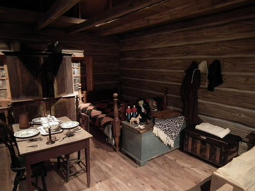 Pioneer one room cabin interior bing images country for One room log house