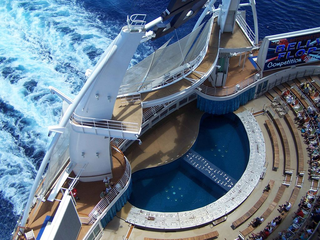 Oasis of the Seas Aqua Theater from Waaay Up | Oasis ...