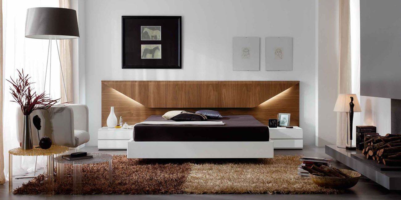 Lacquered made in spain wood platform and headboard bed for Chambre avec alcove