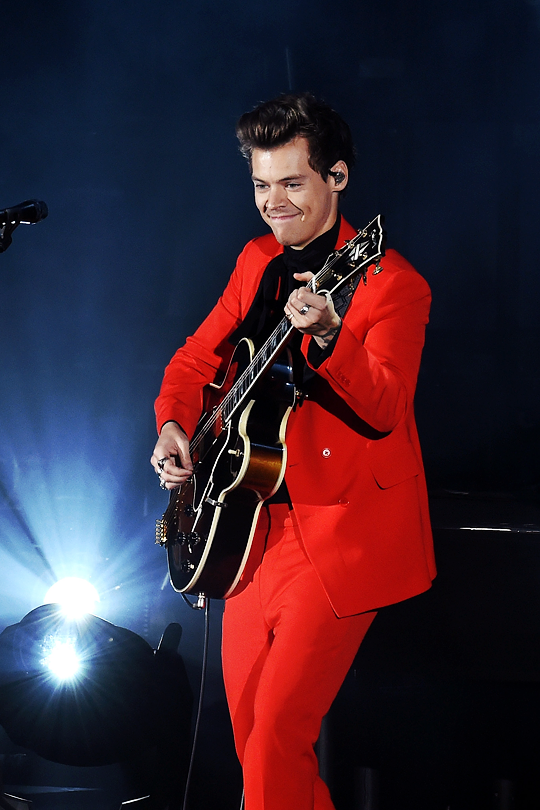 Harry Styles Live On Tour New York Photos And Premium High Res Pictures Harry Styles Photos Harry Styles Concert Harry Styles Hot
