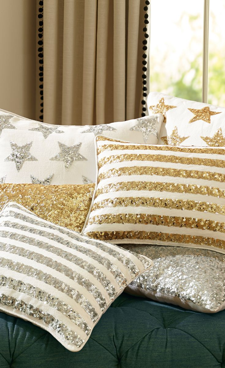 The Emily & Meritt Sequin Pillow Covers (con imágenes
