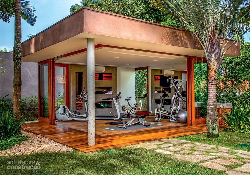 Módulos com diferentes atividades convergem para a piscina - Casa