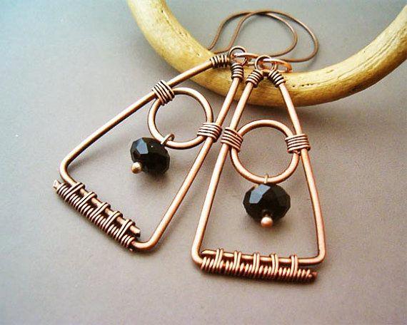 Photo of Artikel ähnlich wie Draht gewickelt Dreieck Ohrringe Kupfer und schwarzer Quarzit – Draht gewickelt Schmuck handgefertigt – Kupferschmuck auf Etsy