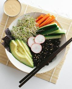 BLACK RICE SUSHI BOWL + DYNAMITE SAUCE - The Simple Veganista
