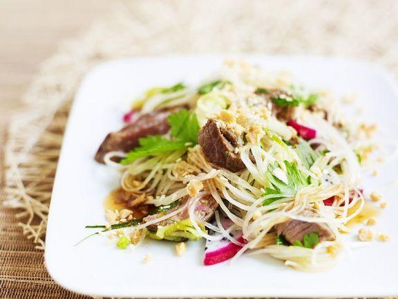 Glasnudelsalat mit Rinderfilet ist ein Rezept mit frischen Zutaten aus der Kategorie Nudelsalat. Probieren Sie dieses und weitere Rezepte von EAT SMARTER!