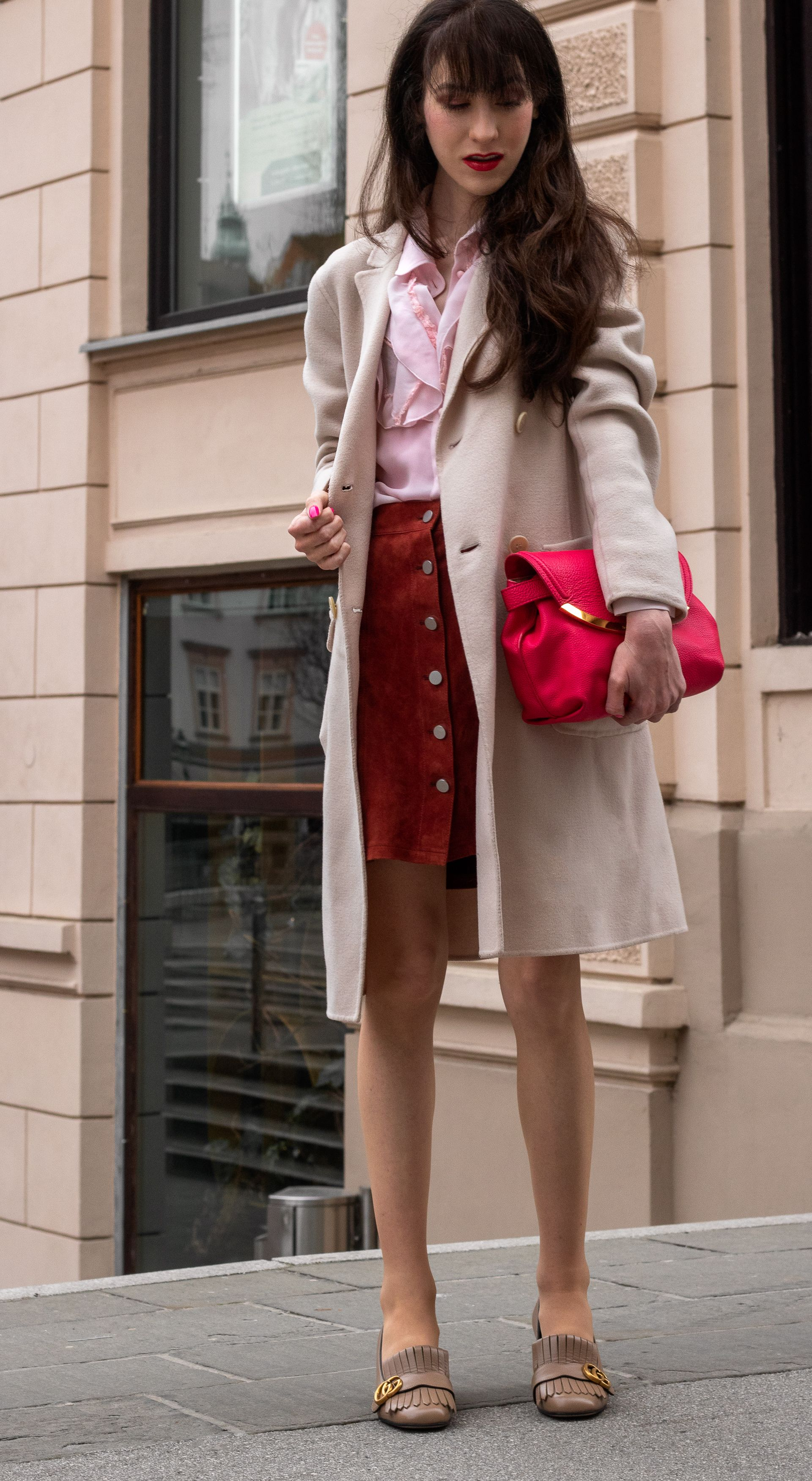 easy transitional outfit to wear in march brunette from on simply wall street id=72260