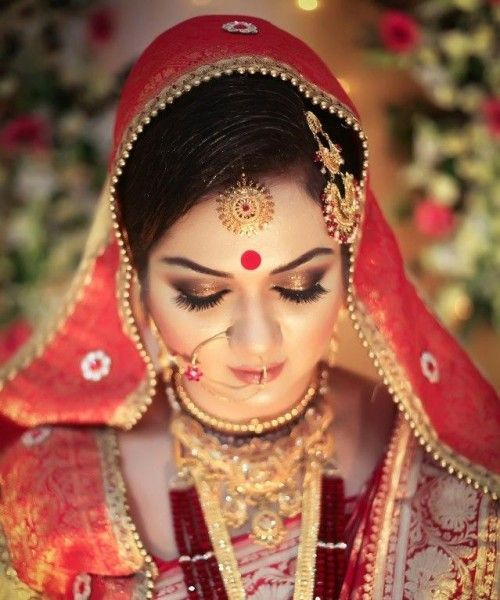 Indian Males Mainly Gets Attracted To Eyes Of Their Bride As Such Brides Focus On And Hairs Bindi Jewellery Are Also Important Part